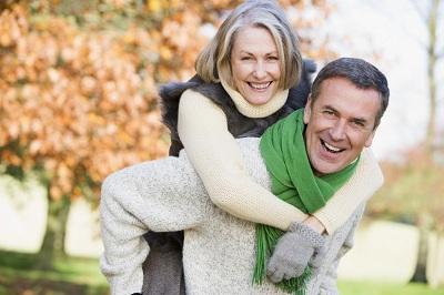 old-happy-couple-piggyback-ride