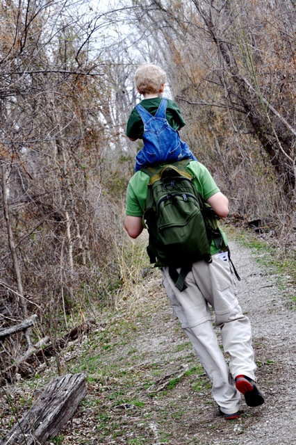 oxley nature center dad with child on shoulders