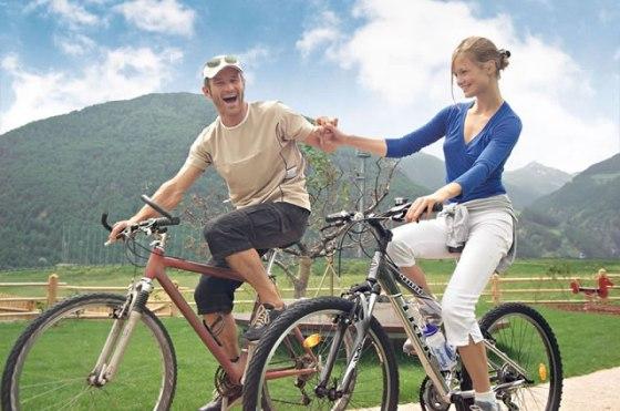 couple biking (2)
