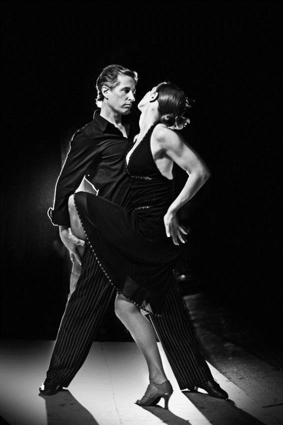 couple doing tango